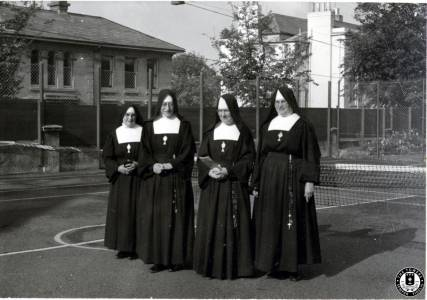 4-Sisters-on-Tennis-Courts