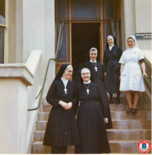 Sisters-On-Steps-of-Walpole-Lodge