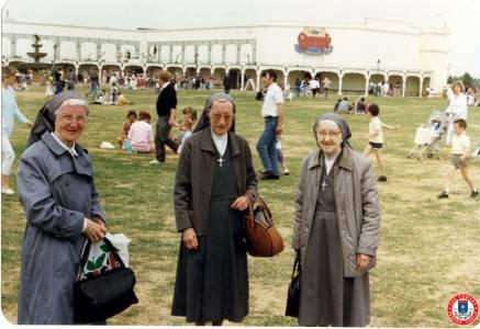 Sisters-at-Thorpe-Park-1990